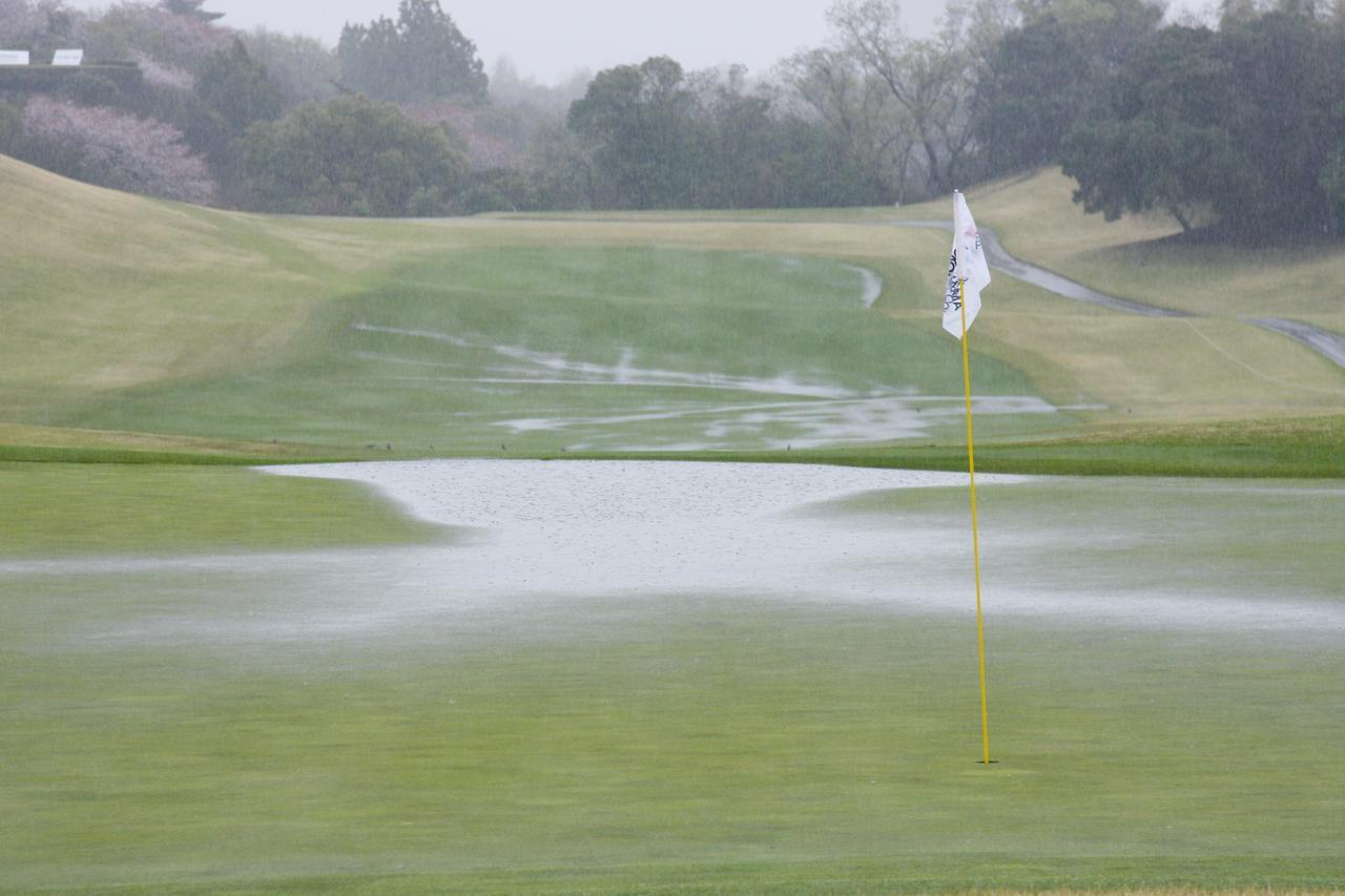 画像: へぇ~、そうだったんだ!! グリーン上の水たまり