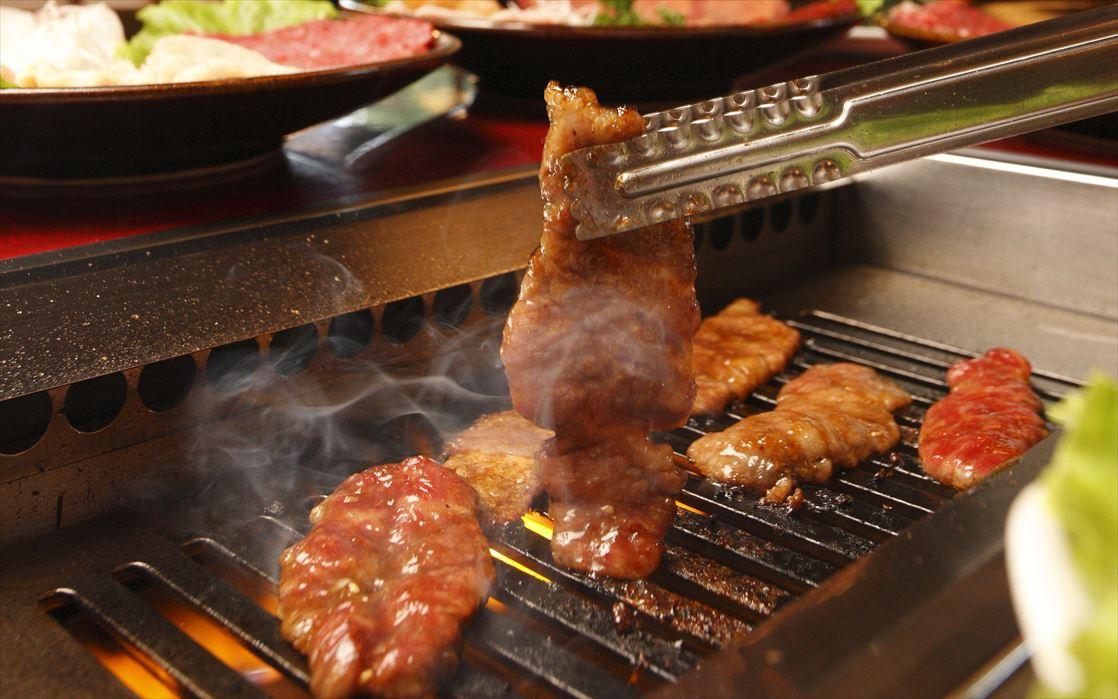 画像: 焼き肉レストラン粋虎 17~23時まで営業。ラストオーダーが22時なので、併設レンジで打ちまくっても心配なしです。