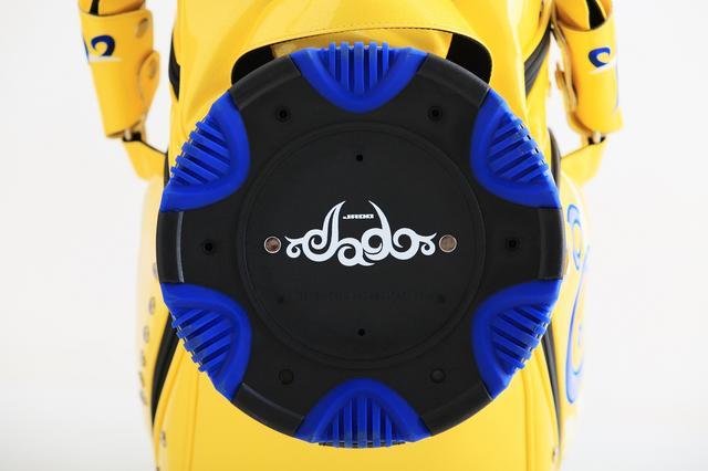 画像: タトゥー風デザインのロゴ