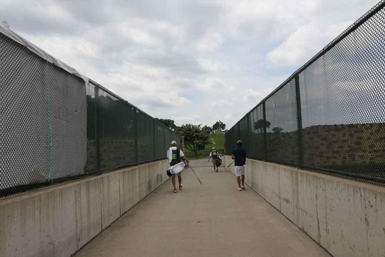 画像: アウトコースは1番と9番意外は、すべて高速道路の橋の向こう側にあります