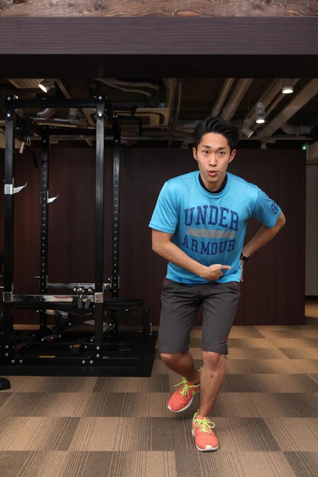 画像: おしりの筋肉をときに意識して、股関節からしっかり曲げる