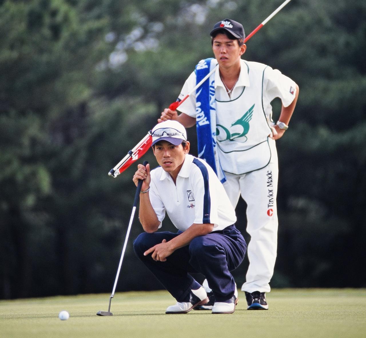 画像: 98年沖縄オープンでのひとコマ。同年、田中秀道とともに大洗GCでの日本オープンを制した