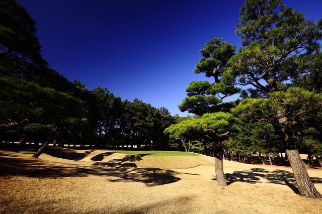 画像: 写真は「九州一」との呼び声高い『古賀ゴルフ倶楽部』も社団法人が運営。上田治設計、小さく速いバミューダ芝の砲台グリーンが特徴の難コースで、平成20年に開催された日本オープンの優勝スコアは1アンダー(優勝者は片山晋呉)。