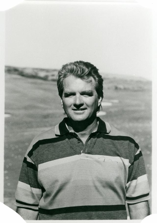 画像: 1946年、バージニア州生まれ。 カリフォルニア・ロングビーチ大学卒業後、USCサンディエゴで博士号を取得。PGAティーチングプロの資格をとり、PGA、LPGAのツアーを教えるかたわら、ペリカンヒルGCで一般アマチュアに対するティーチングも行っている。フィジカル(体)とメンタル(心)の両面を教えられる数少ないプロである。