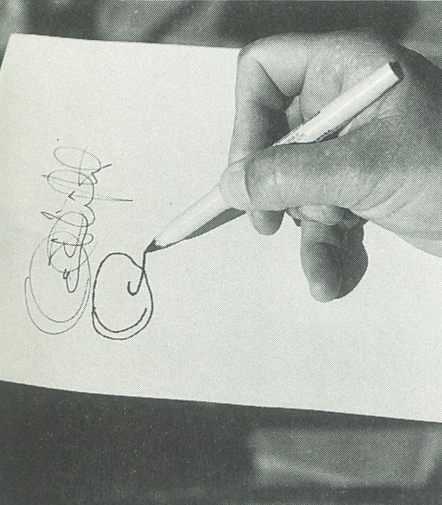 画像: メカニカルな感覚では自分のサインをすることもできない