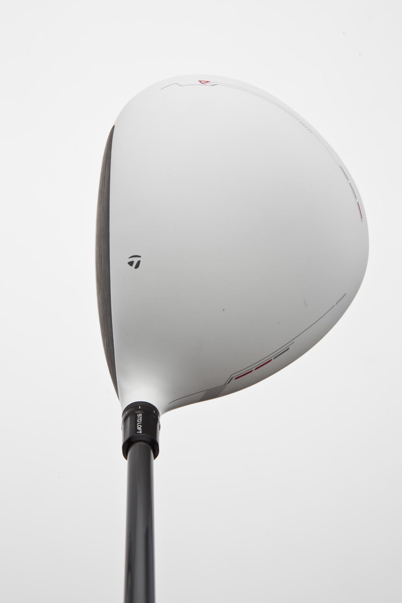 画像: テーラーメイド・R11 誇張色「白」が特徴。440ccながら、安心感を与えてくれる。