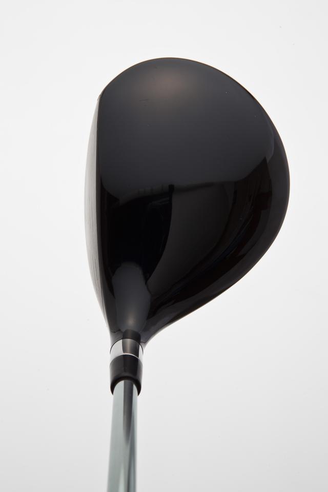画像: ヨネックス・イーゾーン380 現代では最小級の小ぶりヘッド。ネックとヘッドのつながりはパーシモン風