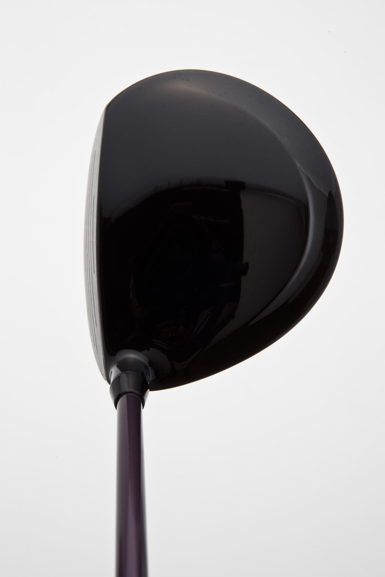 画像: フォーティーン・DT-111 ディープバックが特徴。ヘッドをレベルに入れて強い球が打ちやすい形状