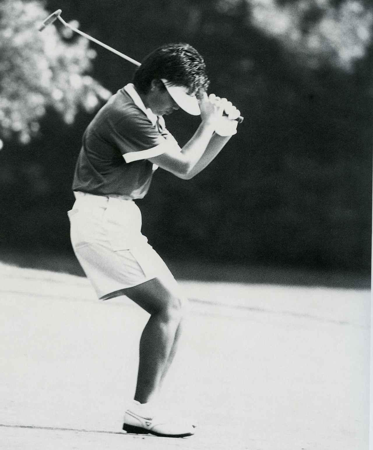 画像: 1987年全米女子オープンでの岡本綾子。勝負どころのパッティングでスパイクマークに泣かされた
