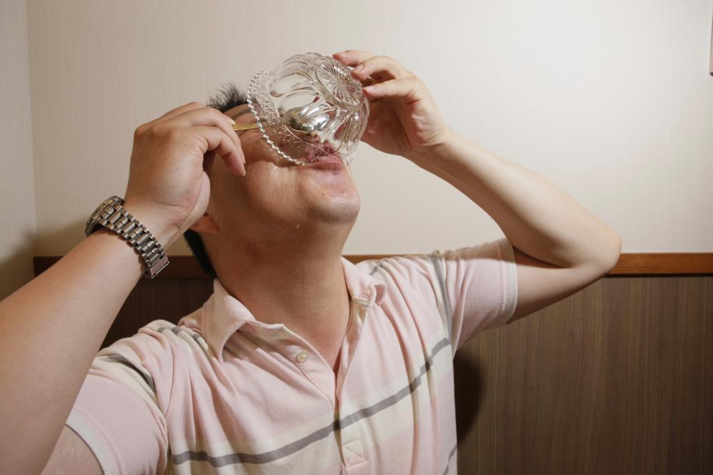 画像: 最後は気合で飲み干せ!