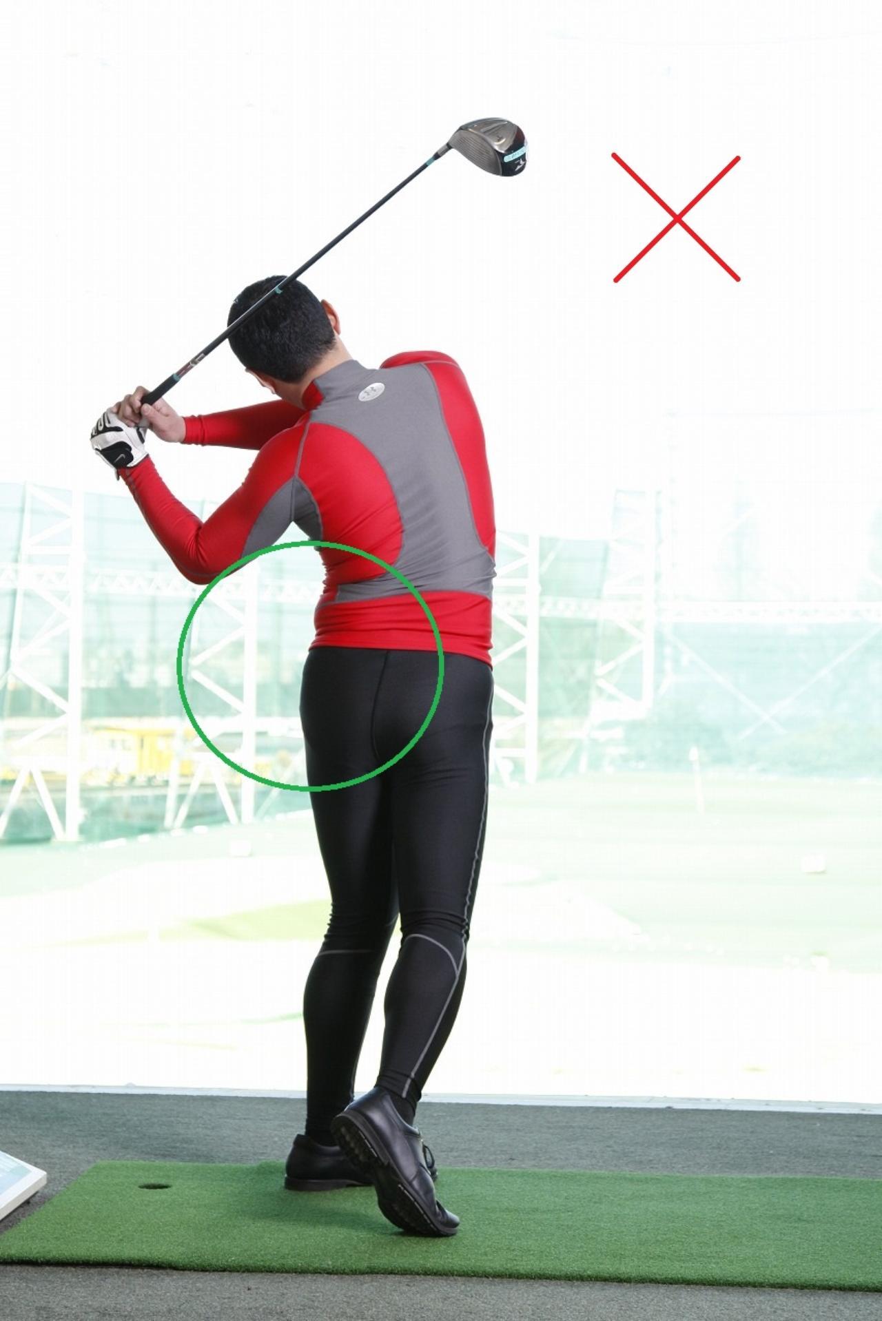 画像: 体をムリに回すと左腰に負担
