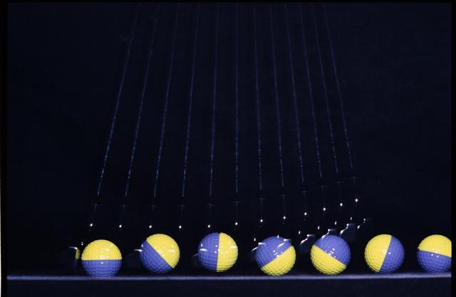 画像: 転がりの悪い球