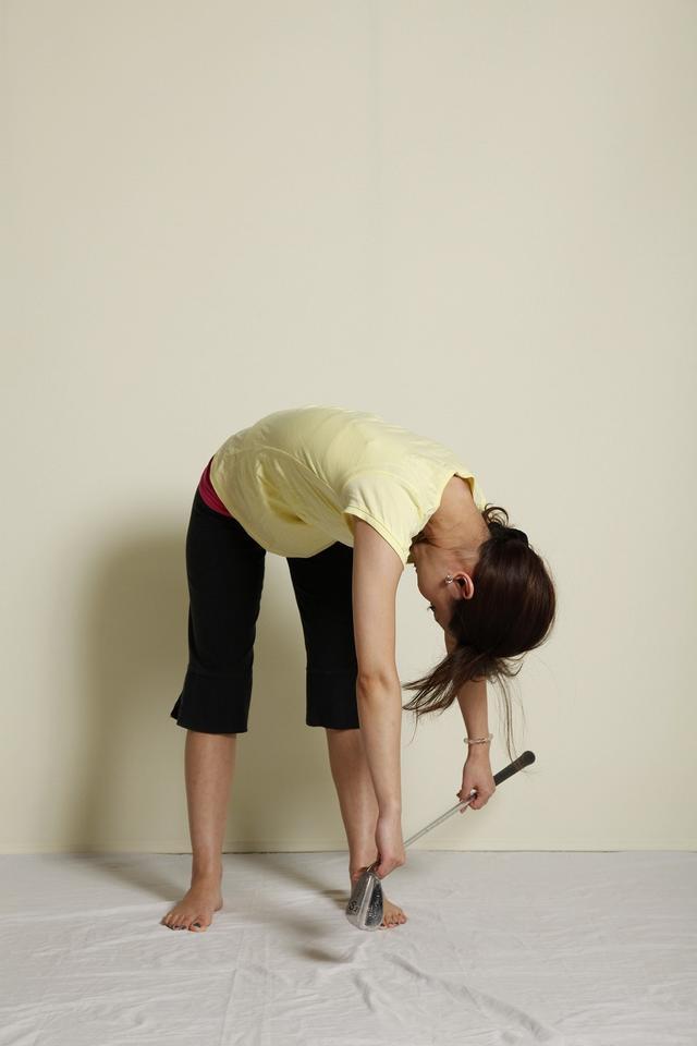 画像: 4:上体を左右にひねる(あごが上がらないように)