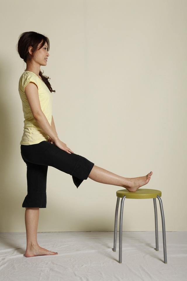画像: ひざは少し曲がってもいい