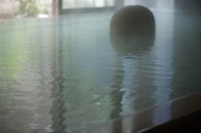 画像: 源泉かけ流しの立ち寄り湯。北原白秋や与謝野晶子もつかったそう。