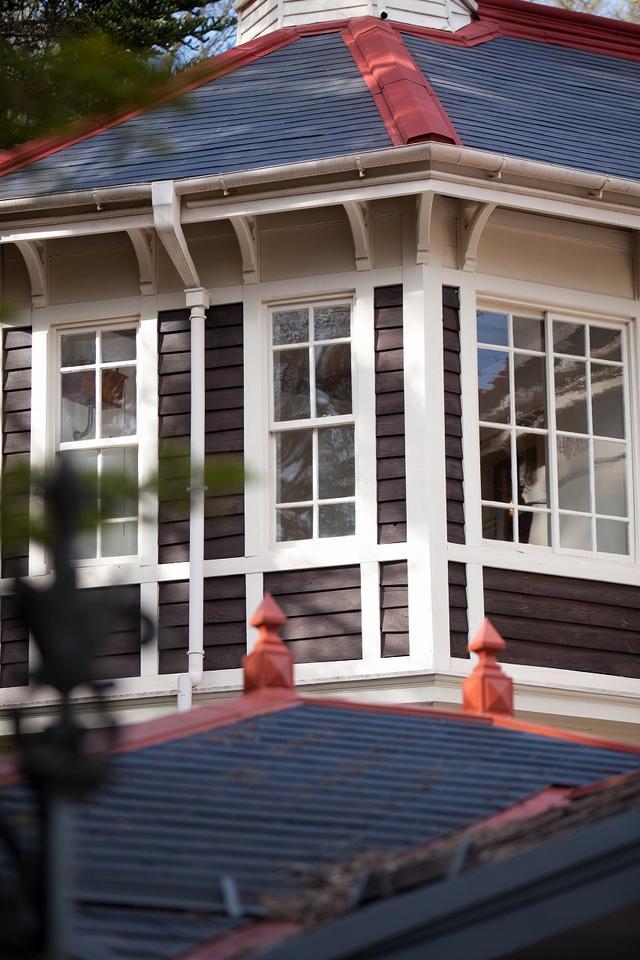 画像: 元祖・軽井沢社交場。明治大正時代には政財界の要人でにぎわっていたが、1970年に廃業。現在は国の重要文化材となった旧三笠ホテル