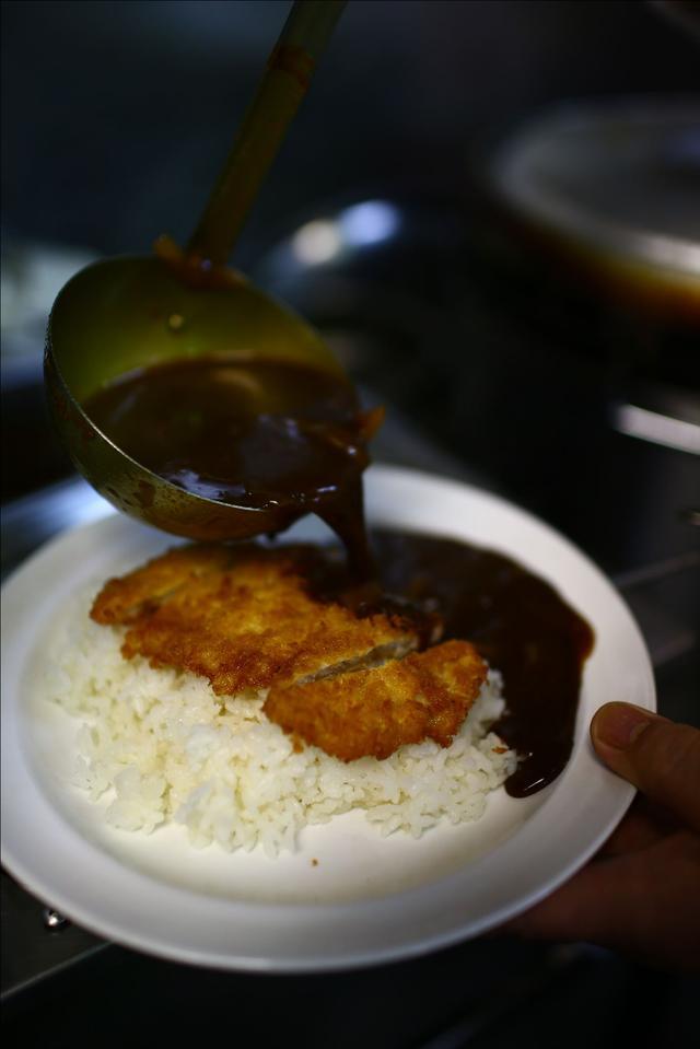 画像7: 【動画】今日はじめて「キッチン南海」でカツカレー食べたんですけど…