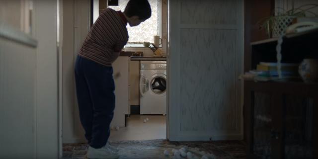 画像: 洗濯機に向かってアプローチの練習