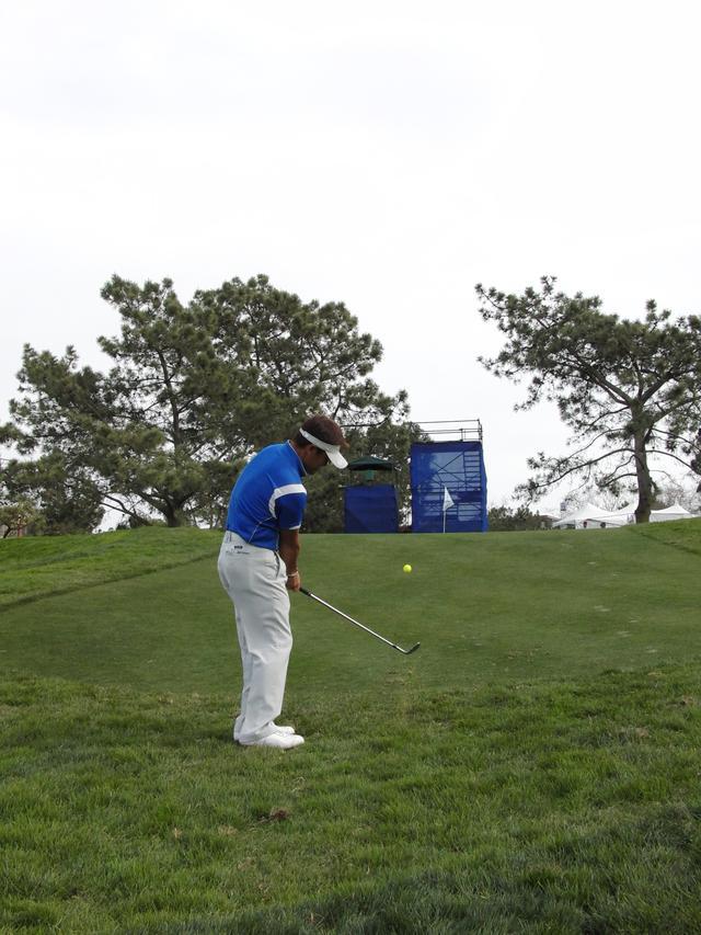 画像: B2タイプは右手の押し込みで球を運ぶ