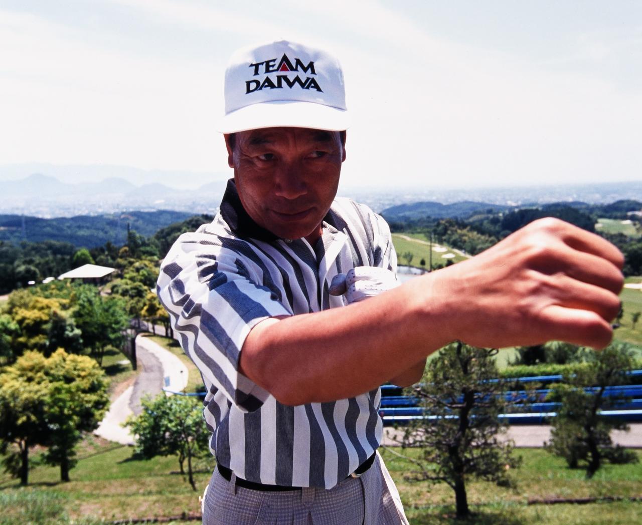 画像: 「パンチショットのことならまかせなさい!」と意気込む金井清一プロ