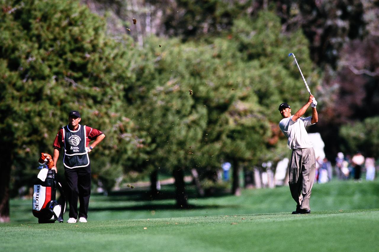 画像: ハードヒッターゆえに苦しみ、誕生したタイガーの「スティンガーショット」 - みんなのゴルフダイジェスト