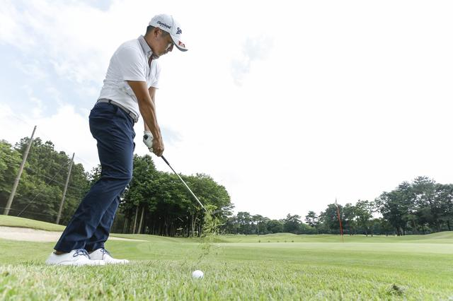 画像: 夏ラフも芝目を見れば、毎回寄せワン!まずは素振りでチェックしよう Vol.1 - みんなのゴルフダイジェスト