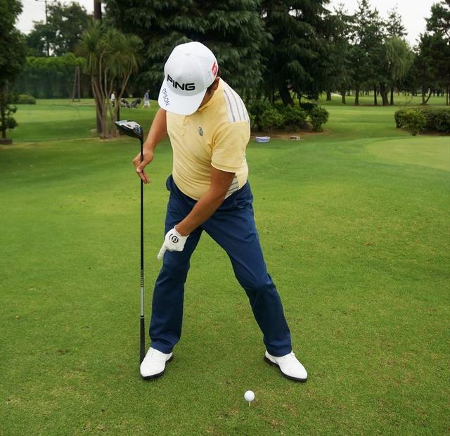 画像: トップではしっかり右足に体重を乗せる