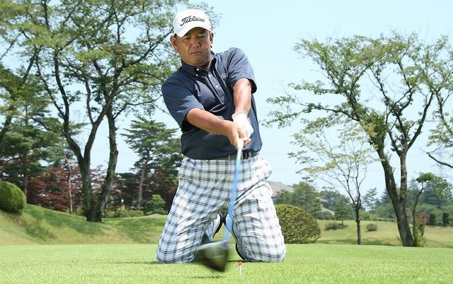画像: タケ小山が物申す!スライスが出る人は『立てひざ』で打て!Vol.3 - みんなのゴルフダイジェスト