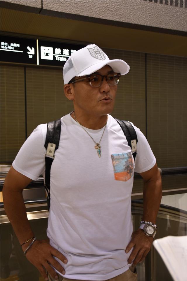 画像: 【がんばれ!ニッポン】えっ!?丸山ヘッドコーチ Tシャツでリオ入り? オリンピック出国会見