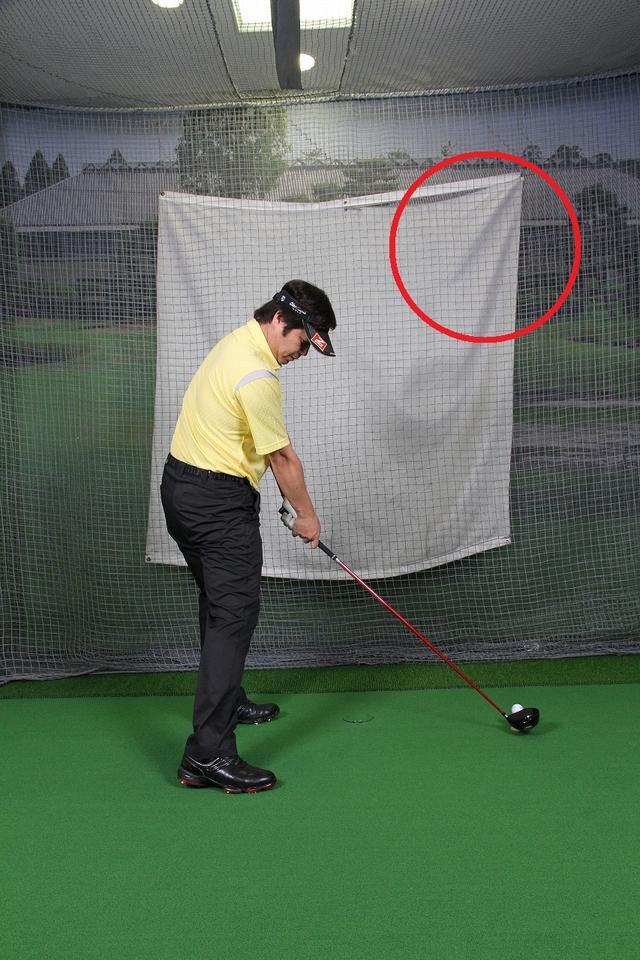 画像: ボールをしっかり押し込めるインパクト