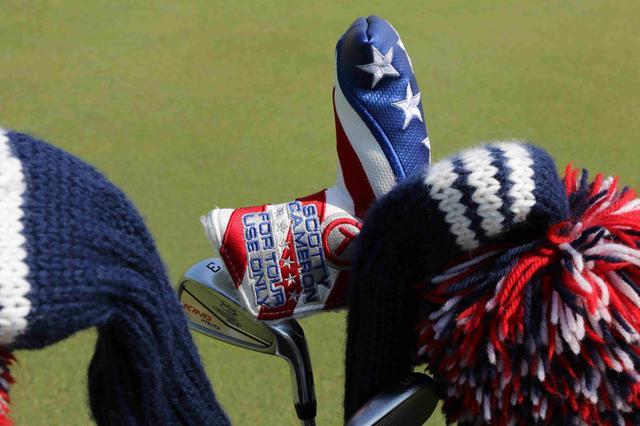 画像: ファウラーのパターカバーも星条旗デザイン。キャメロンさんも粋なことしますね