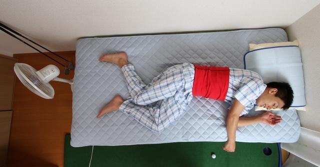 画像: 腹巻きをしていれば布団をかけなくても良い