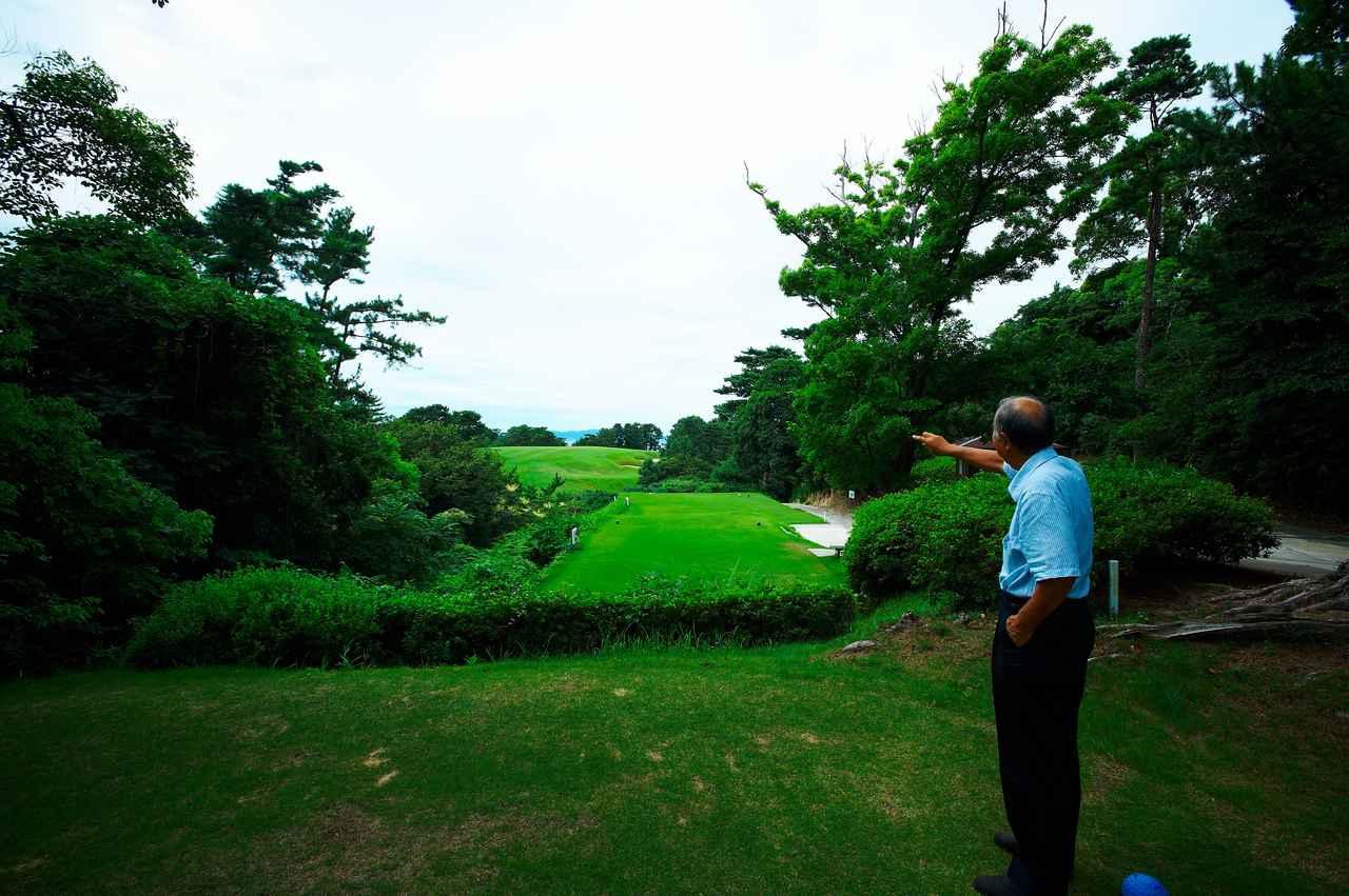 画像: 大阪GC13番、バックティからフェアウェイを望む。遠くに見えているのがフェアウェイで、グリーンはティグラウンド右前方。写真/中居中也