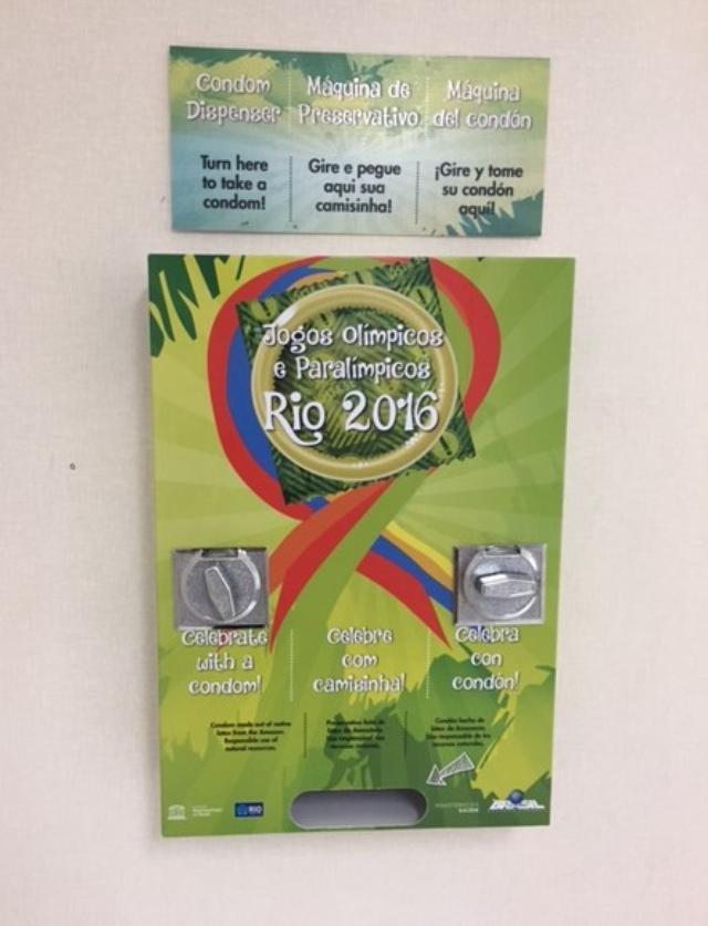 画像2: メディア向けにも コンドームを無料配布