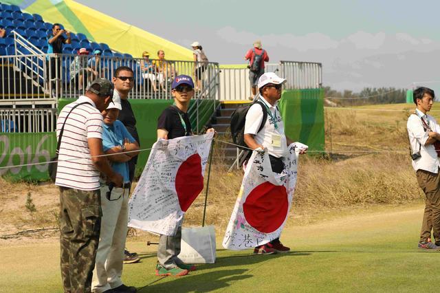 画像: 日本からの応援団の姿も