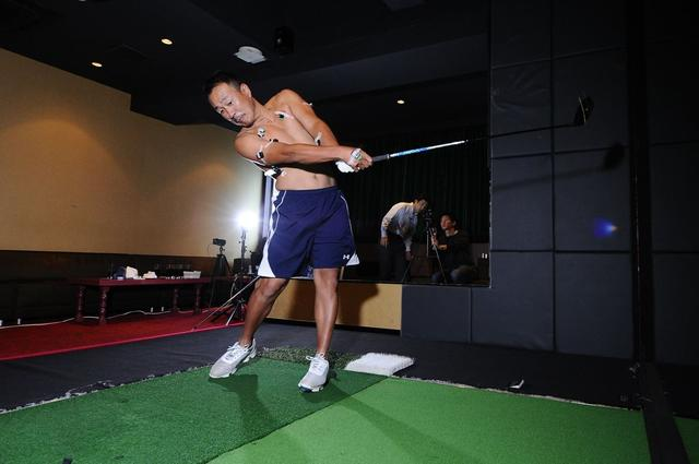 """画像: """"筋電図""""が解明!プロは「この筋肉」で飛ばしていたVol.2 - みんなのゴルフダイジェスト"""