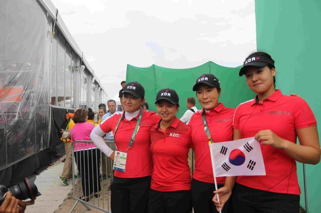 画像: 左からエイミー・ヤン、キム・セヨン、パク・セリ( コーチ)、チョン・インジ