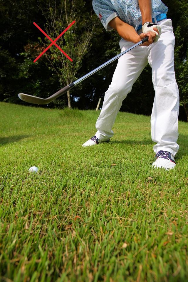 画像2: 左足下がりはひとつの工夫で大丈夫!右足を引いてクローズに構えよう