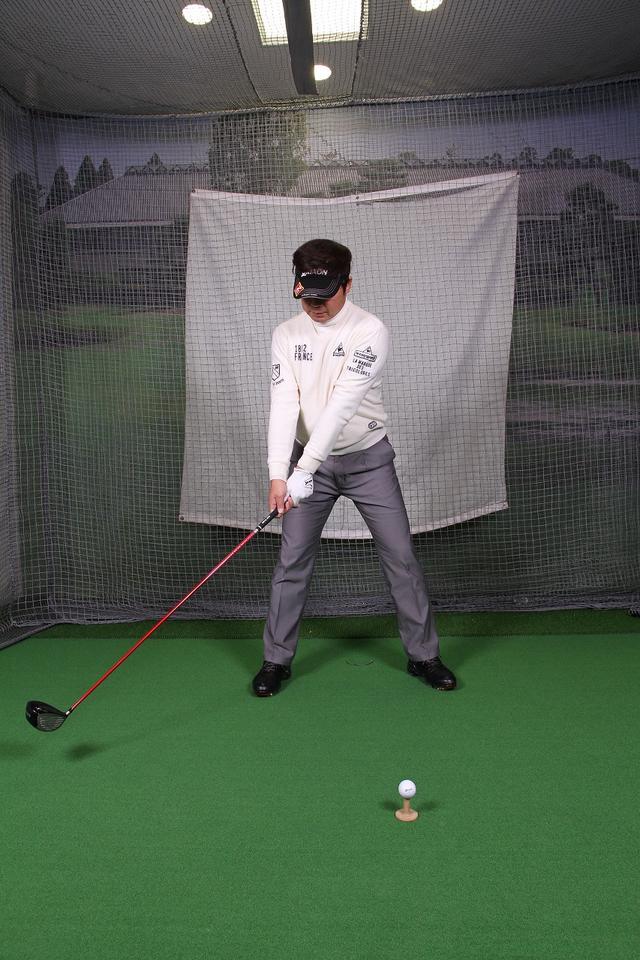 画像1: 飛ばしのポイントは″右手のリリース″!右手1本でクラブを持ってボールを打つ練習しよう