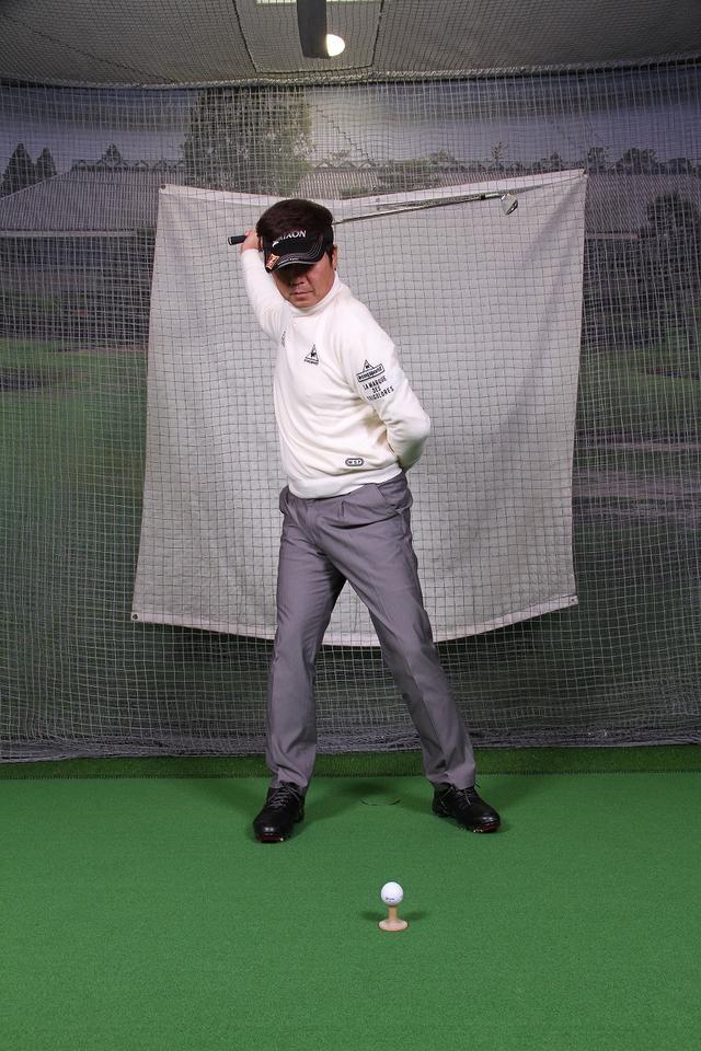 画像4: 飛ばしのポイントは″右手のリリース″!右手1本でクラブを持ってボールを打つ練習しよう