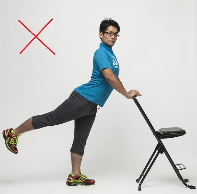 画像: 腰が反ってしまうと効果半減。腰を痛める原因にも。