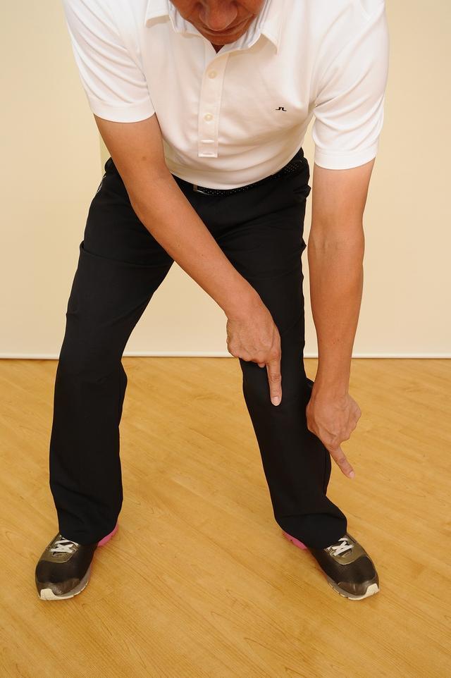 画像: つま先が外を向くとひざが捻れて負担大