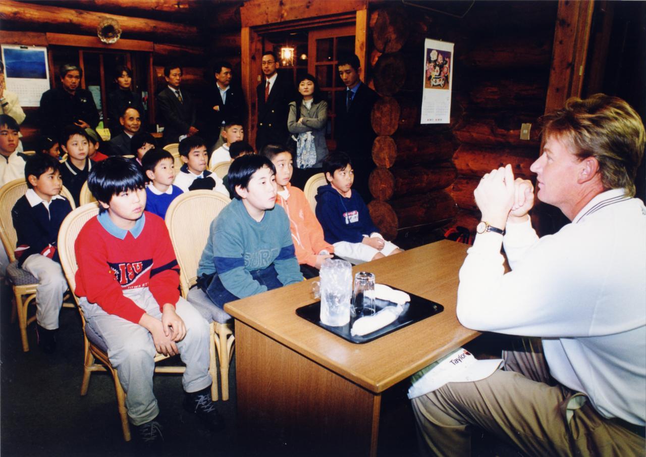 画像: 財団を設立した年に日本へ来日。日本のジュニアのためのレッスン会も開かれた