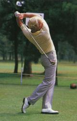 画像3: 右足を後ろに引くことで、ヘッドを加速させている