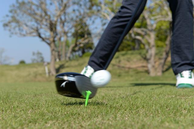 画像: 高打ち出し低スピンの″放物線″弾道!ドローよりも飛ぶ″ドロ~ンボール″の打ち方 - みんなのゴルフダイジェスト