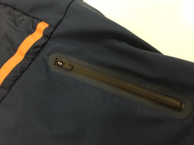 画像: ポケットも防水加工で水が入らない!