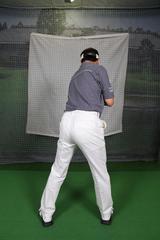 画像: 背骨を中心に体をねじり上げる
