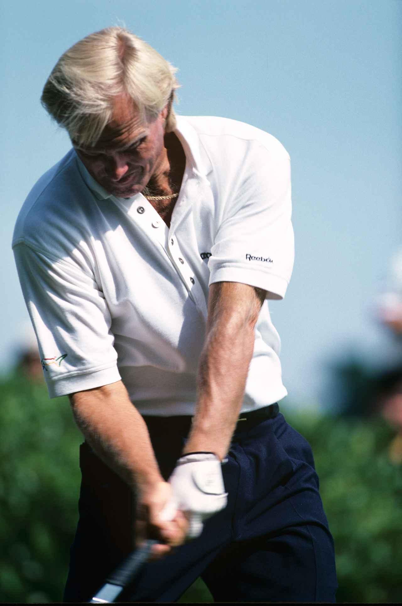 画像: グレッグ・ノーマン(94年当時) 豪快なスウィングが持ち味で力強いインパクトが印象的