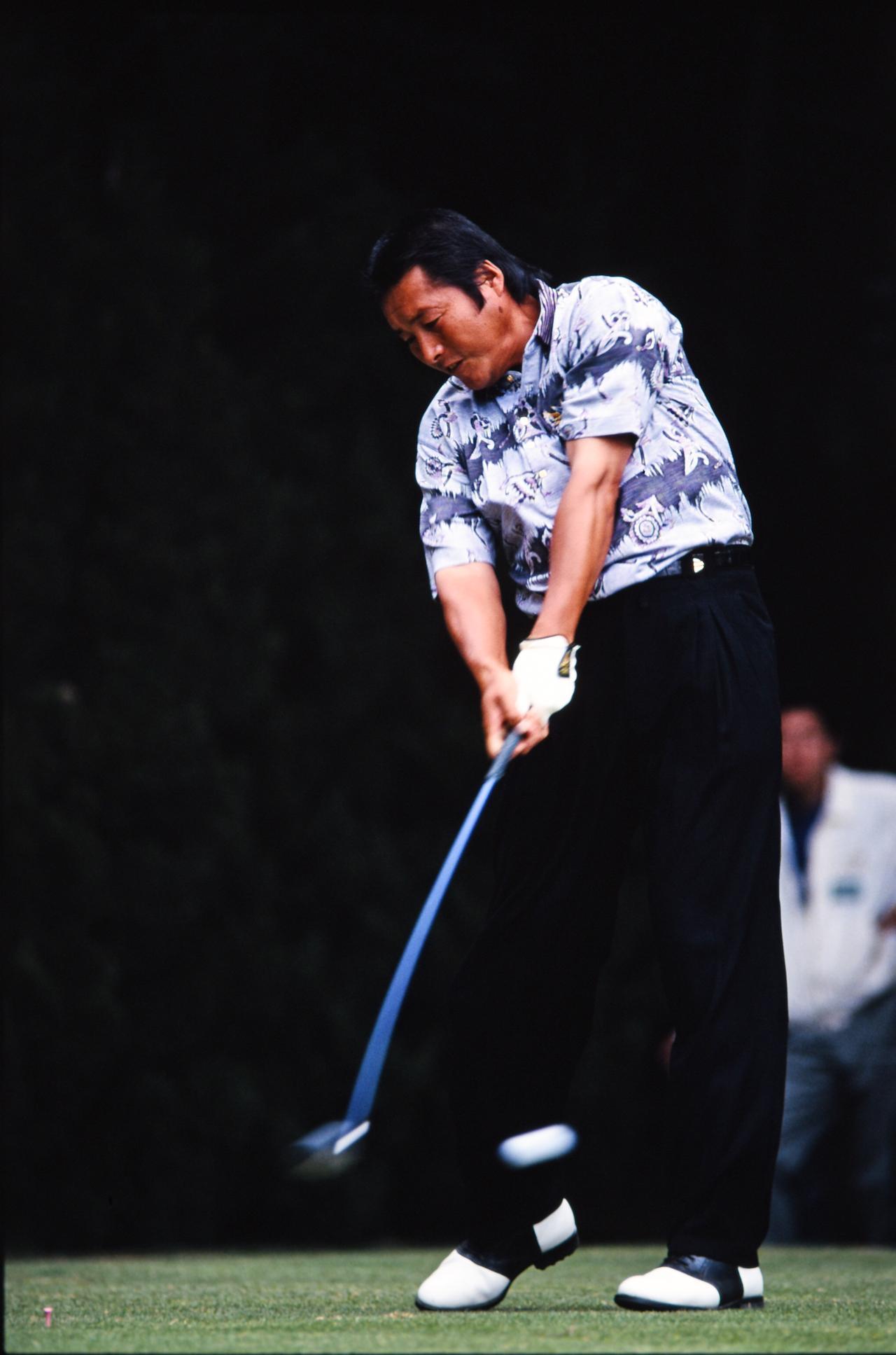 画像: 尾崎将司(1995年当時) 偉大なプレーヤーのスウィングに共通しているのは、力みがなくて「リズムがいい」ということ