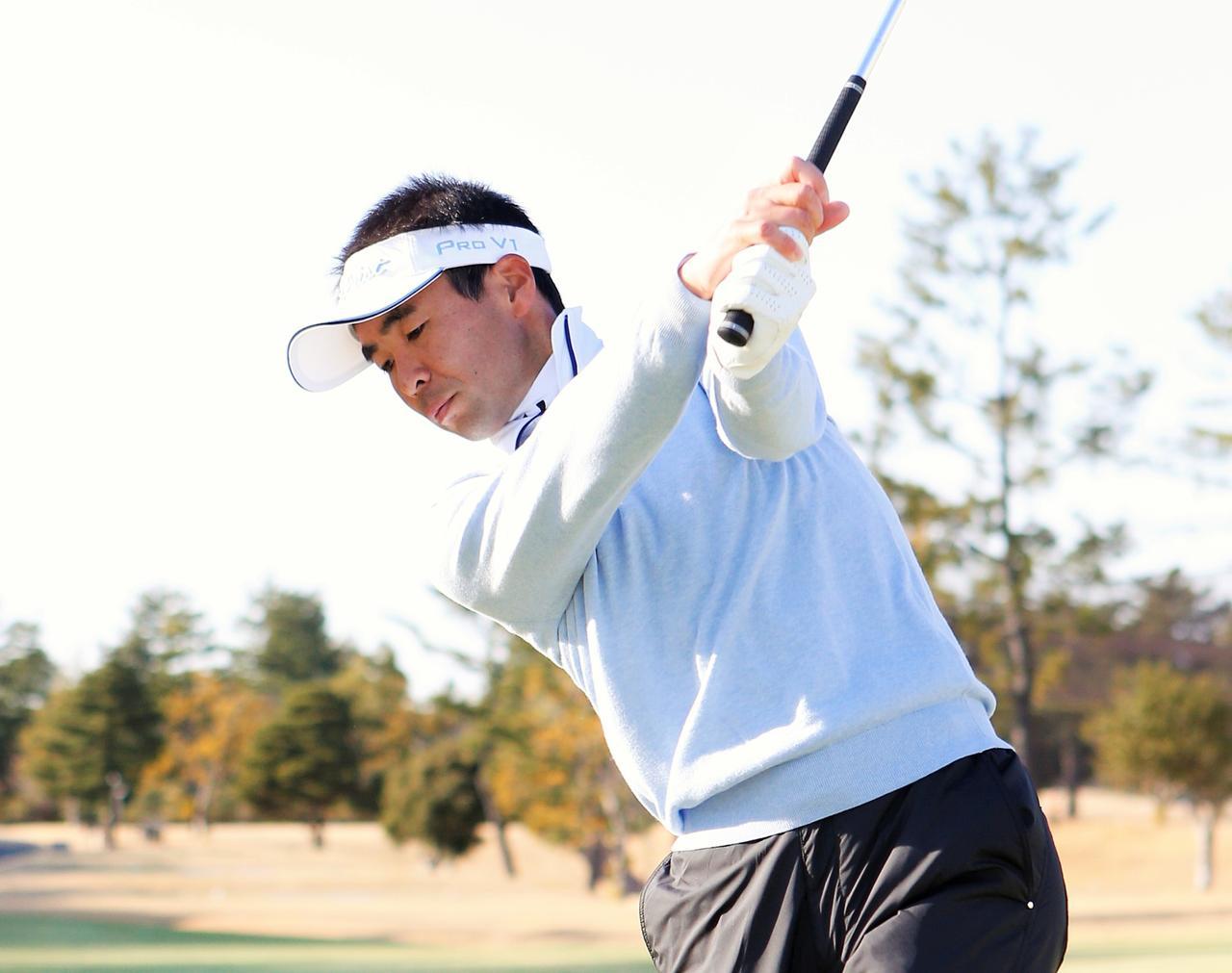 画像: アイアンショットは、肩は「タテ」腰は「ヨコ」! - みんなのゴルフダイジェスト